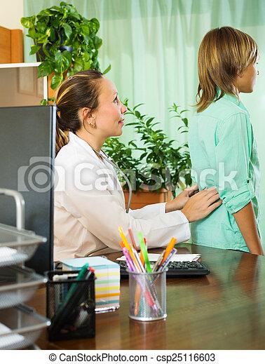 derrière, toucher, patient, adolescent, docteur - csp25116603