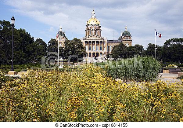 Des Moines, Iowa - State Capitol Building - csp10814155
