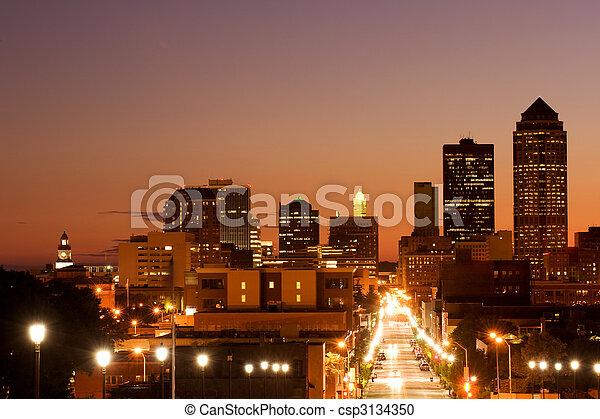 Des Moins skyline - csp3134350