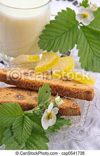 Desayuno dietético con leche - csp0541738