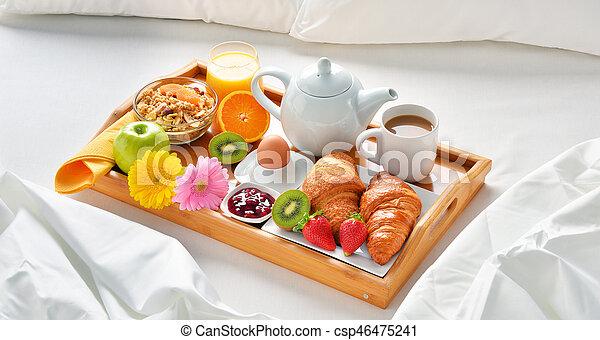 Desayuno hotel bandeja habitaci n cama room desayuno foto de archivo buscar - Bandeja desayuno cama ...
