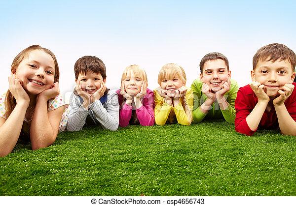 descansar, niños - csp4656743