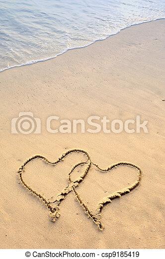desenhado, areia, dois corações - csp9185419