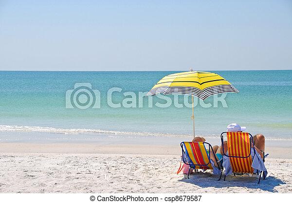desfrutando, praia, dia - csp8679587