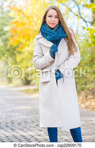 desgastar, mulher, agasalho, longo, outono, exterior - csp22609170