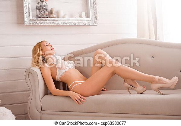 desgastar, mulher, renda, langerie, quarto branco - csp63380677