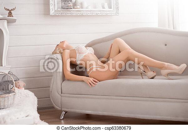 desgastar, mulher, renda, langerie, quarto branco - csp63380679