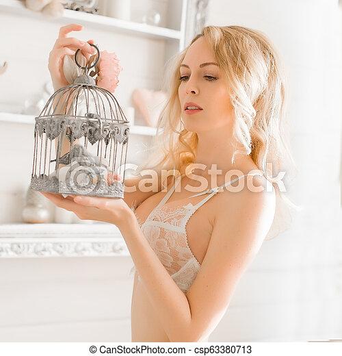 desgastar, mulher, renda, langerie, quarto branco - csp63380713
