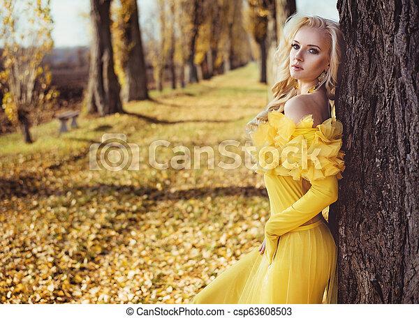 desgastar, vestido, florais, dourado, retrato, loiro - csp63608503