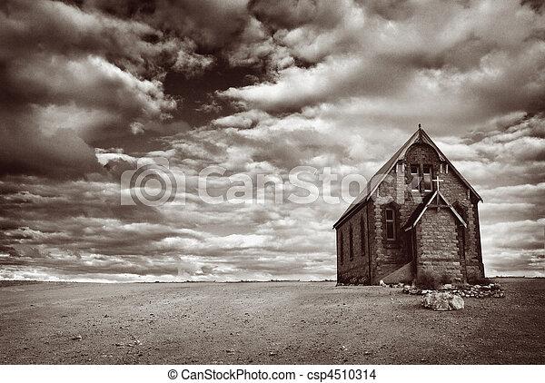 Iglesia del desierto abandonada - csp4510314