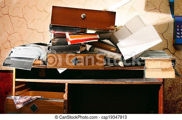 desordenado, lugar de trabajo - csp19347913