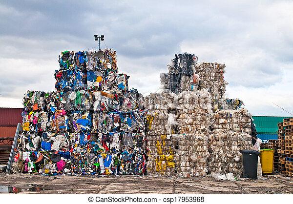 Desechos de plástico - csp17953968