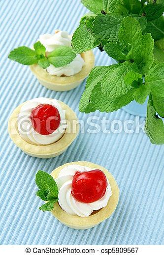 dessert tartlets with cream, mint - csp5909567