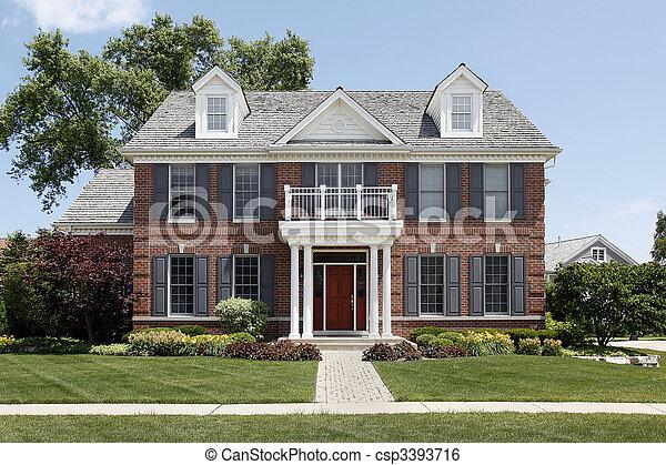 columned entr e devant maison brique balcon. Black Bedroom Furniture Sets. Home Design Ideas
