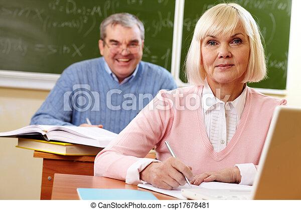 diákok, elfoglalt - csp17678481