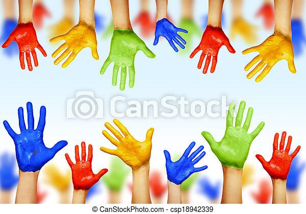 Manos de diferentes colores. Diversidad cultural y étnica - csp18942339