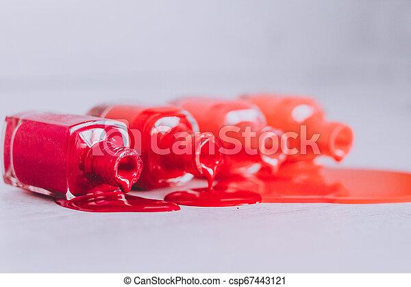 différent, bouteilles, répandre, bois, nuances, surface, clou, pourpre, rouges, orange, polonais, couleur - csp67443121