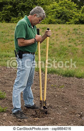 digging ahole - csp9884016