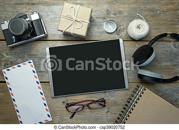 Digital tablet with travel flat lay objects - csp39020752