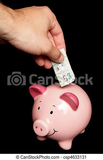Personas ahorrando dinero en la hucha - csp4633131