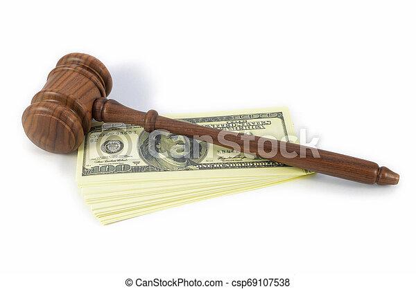 Los asuntos legales cuestan dinero - csp69107538