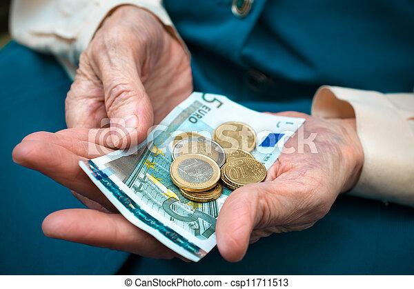 dinheiro, mulher sênior, contagem - csp11711513