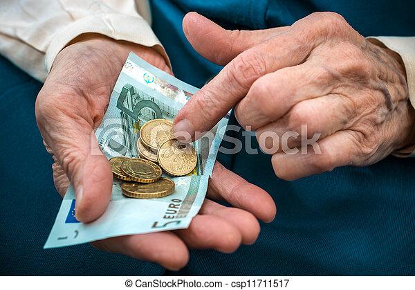 dinheiro, mulher sênior, contagem - csp11711517