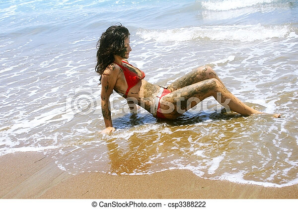 dirty-girls-in-beach-with-boys