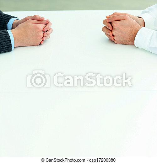 discussion., immagine, due, loro, closeup, uomini affari, mani, tavola, detenere - csp17200380