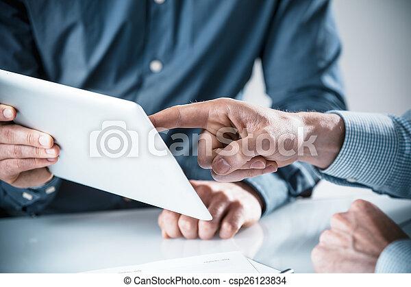 discussione, uomini affari, detenere, due - csp26123834
