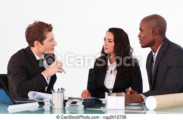 discutere, ufficio, persone affari - csp2012736