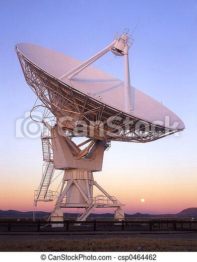 Dish y la luna - csp0464462