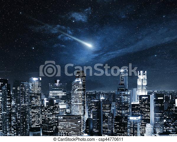 Estrella fugaz en el cielo nocturno de Singapur - csp44770611