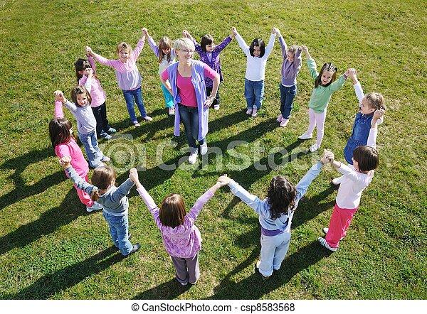 Diversion Al Aire Libre Preescolar Tener Ninos Kindergarden