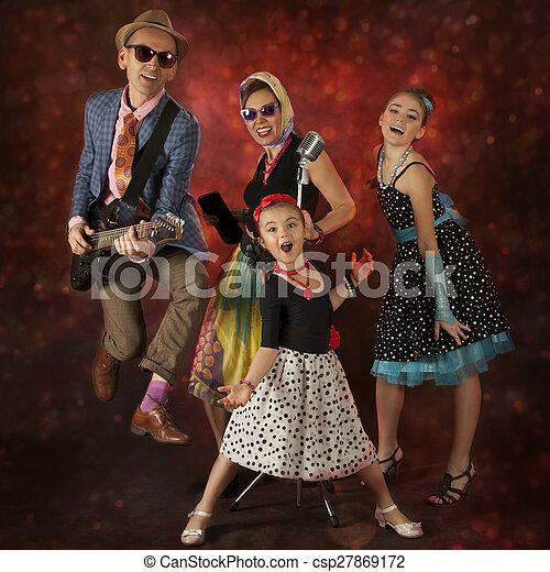 Imagen de diversi n m sico teniendo familia roca for Familia roca