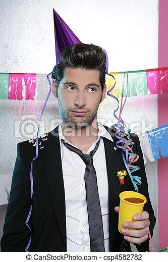 Hombre aburrido en una fiesta divertido y aburrido gesto - csp4582782