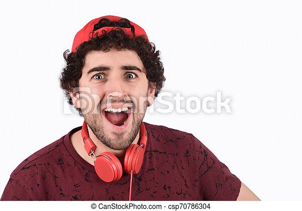 Un joven gracioso con auriculares - csp70786304