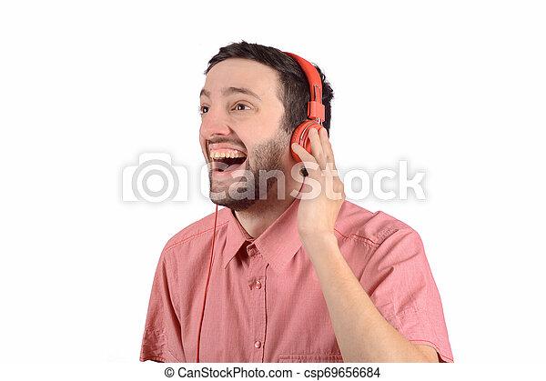 Un joven gracioso con auriculares - csp69656684