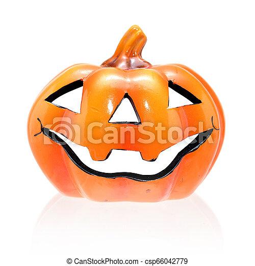 Calabaza de Halloween, el gracioso Jack O'lantern de fondo blanco - csp66042779