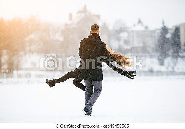 divertimento, par, jovem, tendo - csp43453505