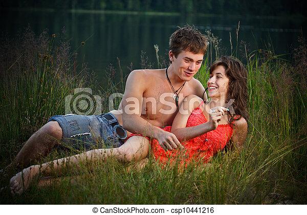 divertimento, par, jovem, tendo - csp10441216