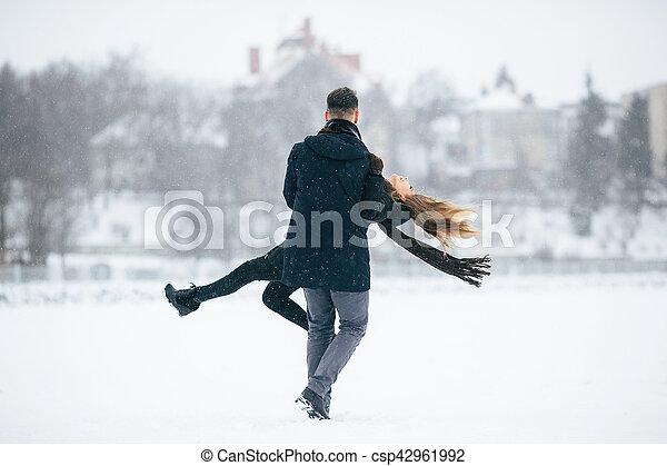 divertimento, par, jovem, tendo - csp42961992