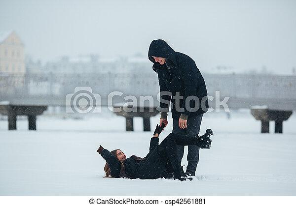 divertimento, par, jovem, tendo - csp42561881
