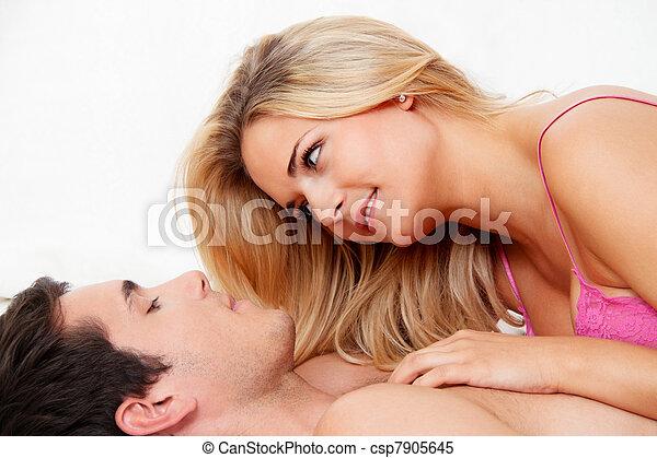 divertimento, par, tendo, cama, amando - csp7905645