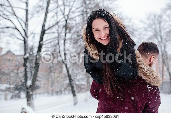 divertimento, par, tendo, jovem, neve - csp45833061