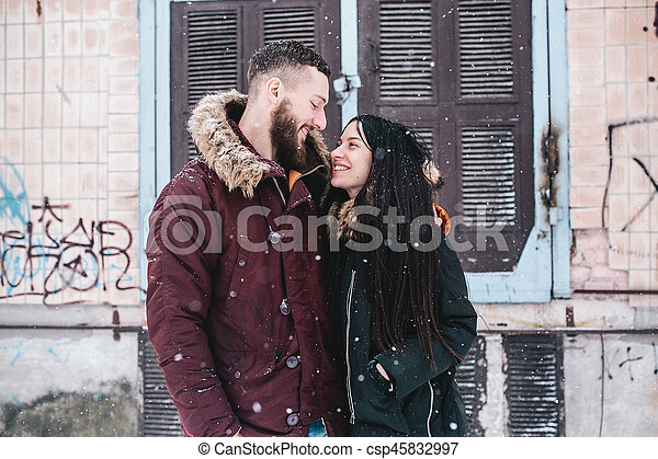 divertimento, par, tendo, jovem, neve - csp45832997
