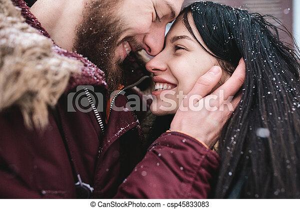 divertimento, par, tendo, jovem, neve - csp45833083