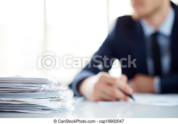 Un montón de documentos - csp19902047