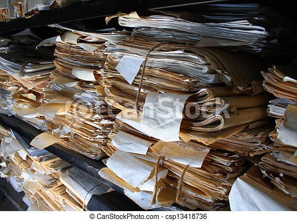 Documentos de papel archivados - csp13418736