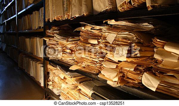 Documentos de papel apilados en el archivo - csp13528251